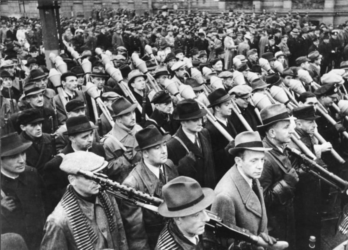 Volksstrum (people's storm) Set up by the Nazi Party on the orders of Adolf Hitler. It consisted of German males between the ages of 16 and 60 years of age. The Volksstrum was the brain child of Propaganda Minister Joseph Goebbels.