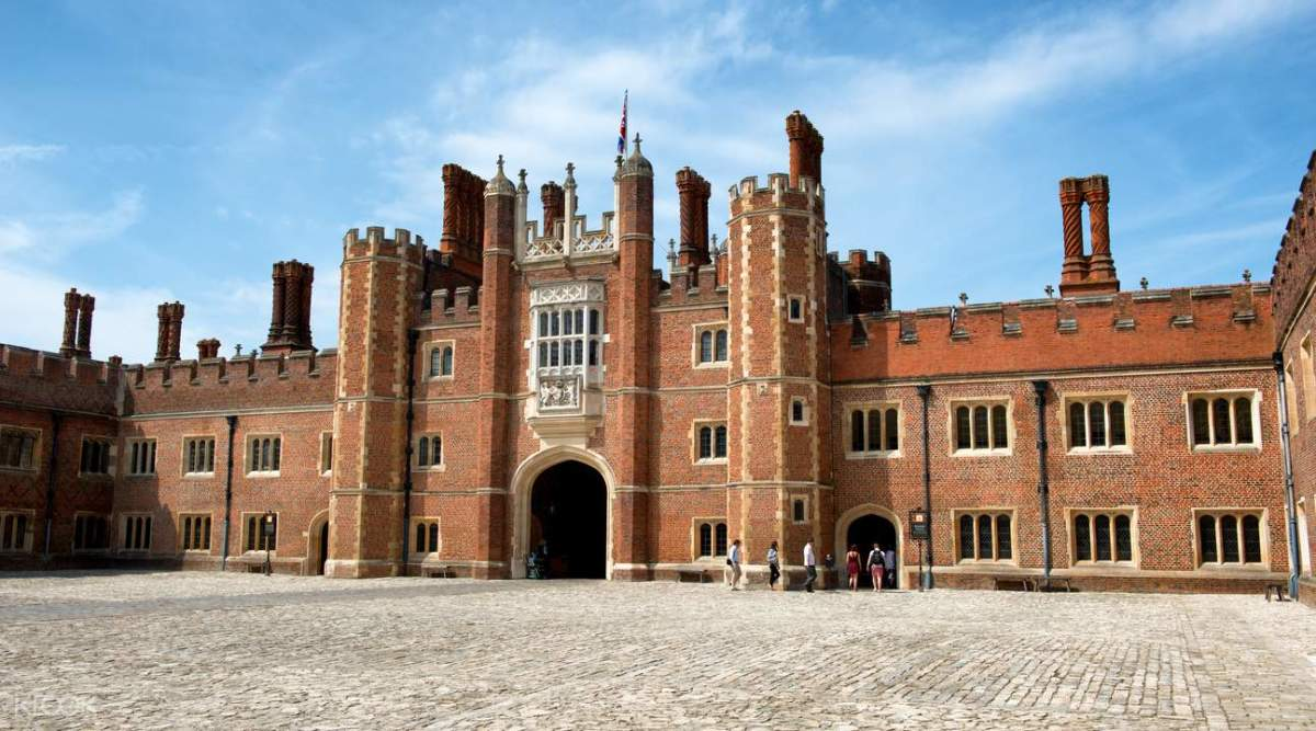 Cardinal Wolsey gave his castle to Henry to put himself back into favor. It didn't work.