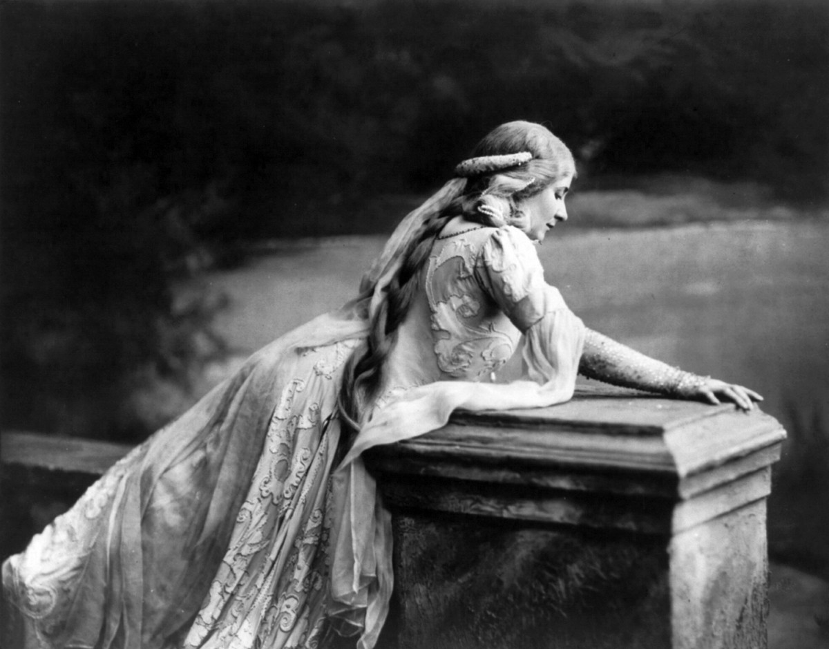 Mary Garden in a Rendition of Debussy's Opera version of Pélleas and Mélisande