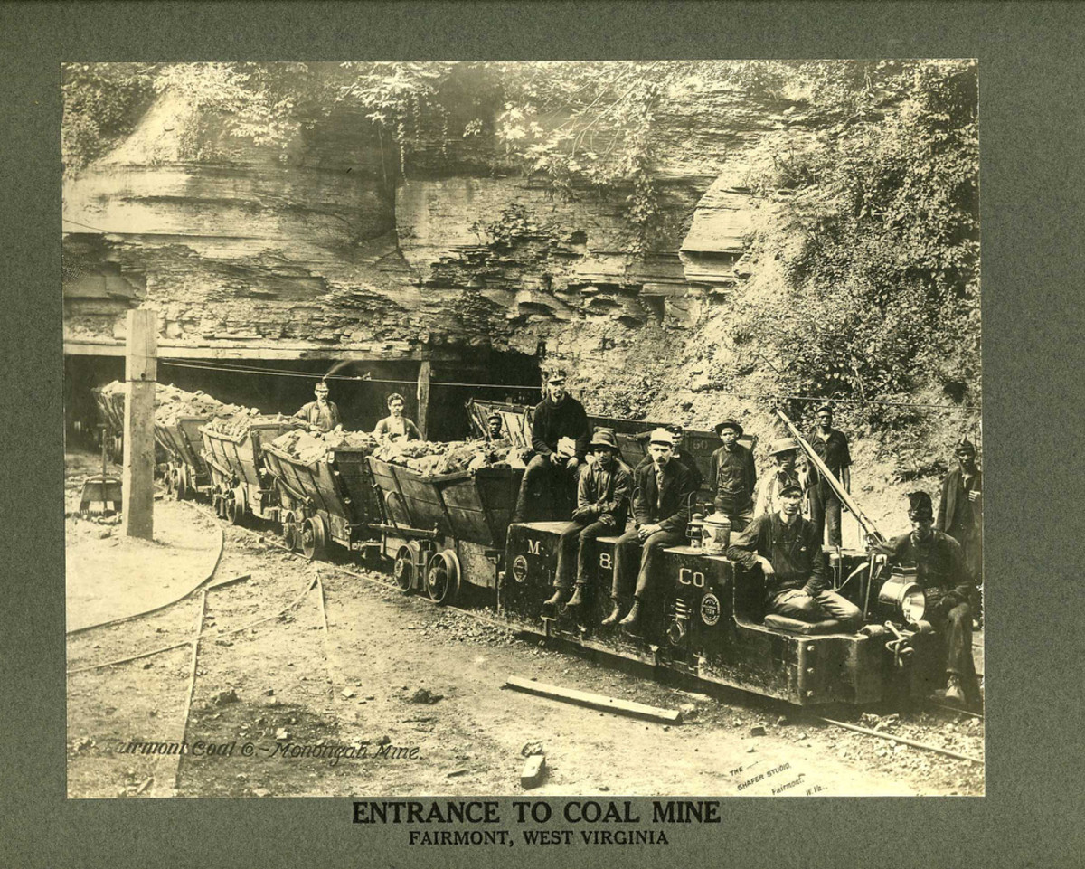 The entrance to the Monongah mine in about 1900.