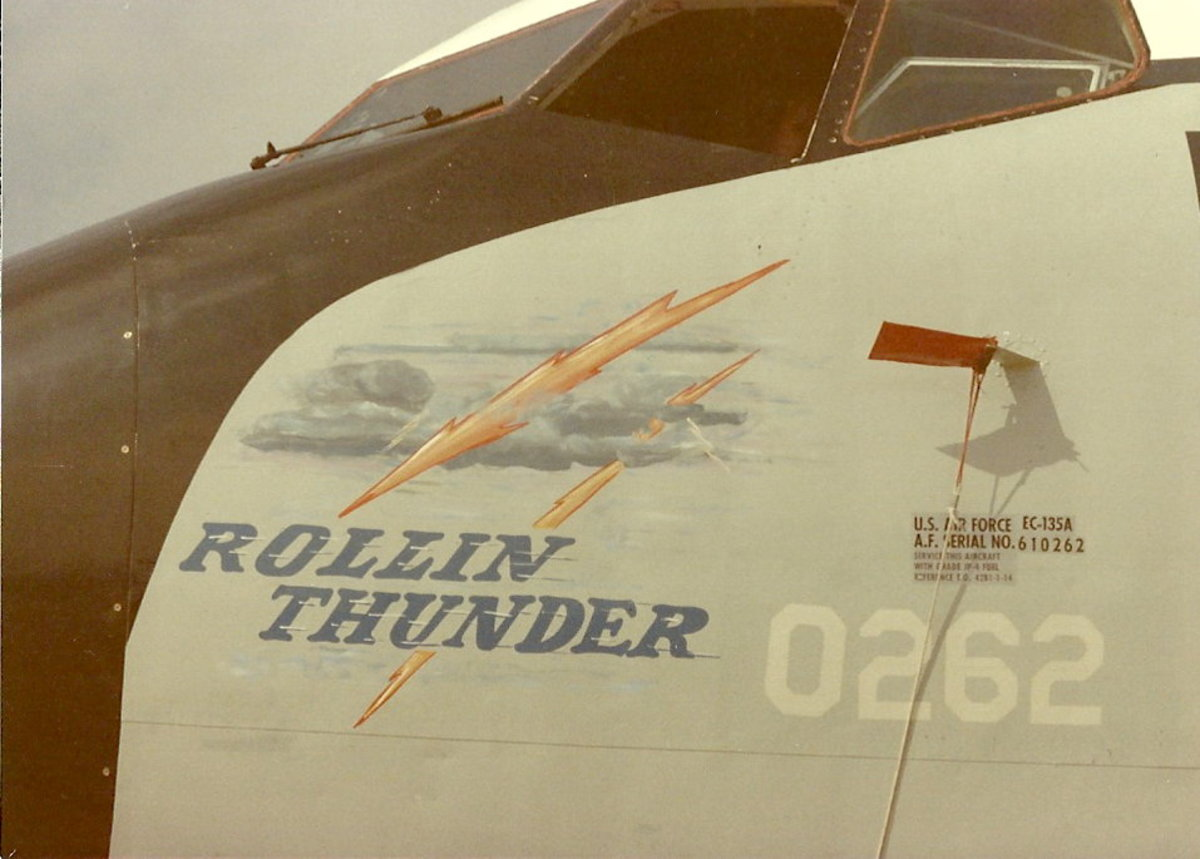 "Nose Art ""Rolling Thunder""."