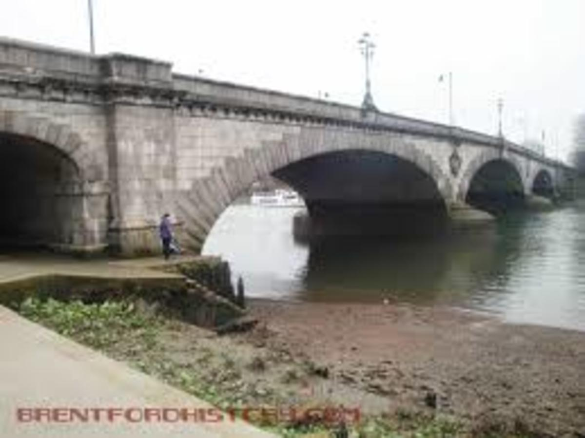 The third Kew Bridge, really the Edward VII Bridge