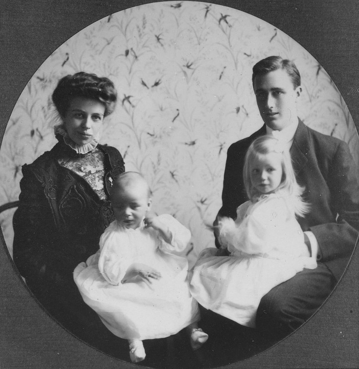Eleanor and Franklin with their first two children, 1908.