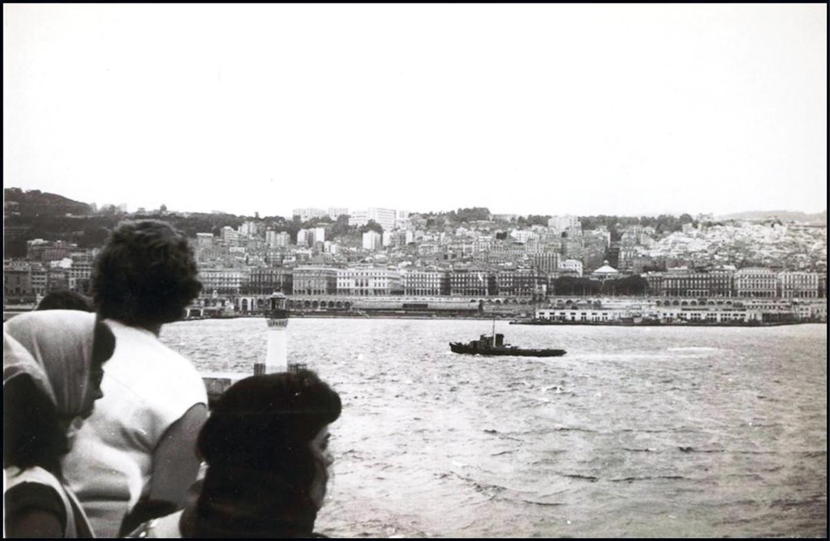 Pied-Noirs leaving Algeria