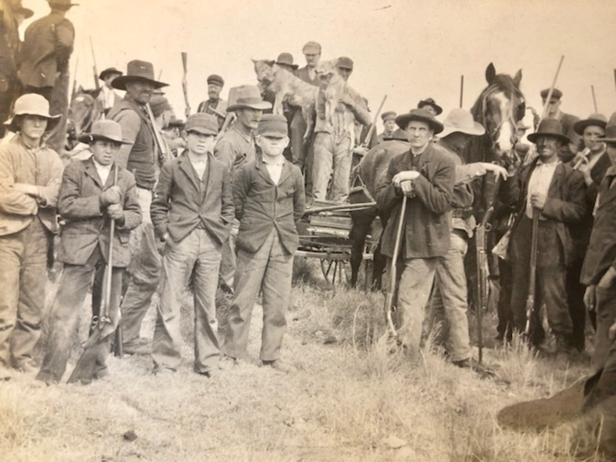 After the hunt, the participants gathered for a photo to commemorate their work.