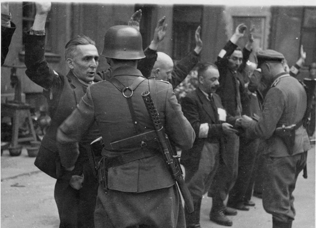 German troops arrest Polish civilians to work in labour camps.