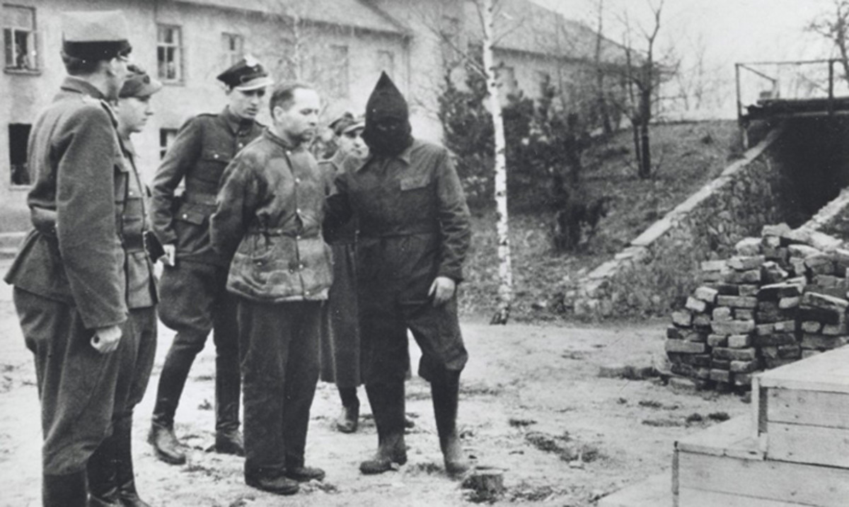April 16, 1947: Rudolf Höss stands before the gallows shortly before his execution.