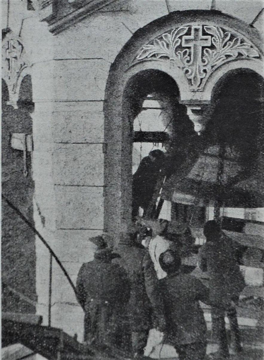 Removal of church bell in Kiev.
