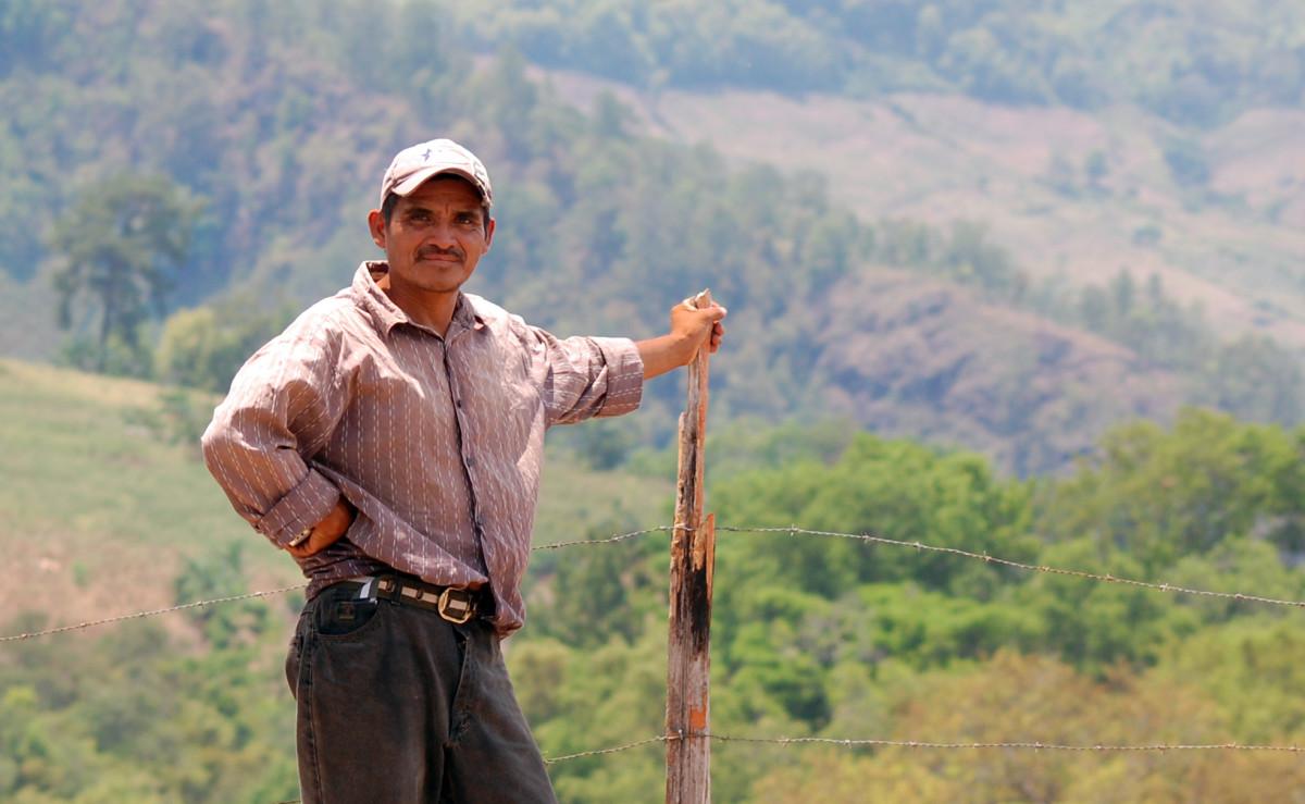Lenca man on his farm in Intubicá.