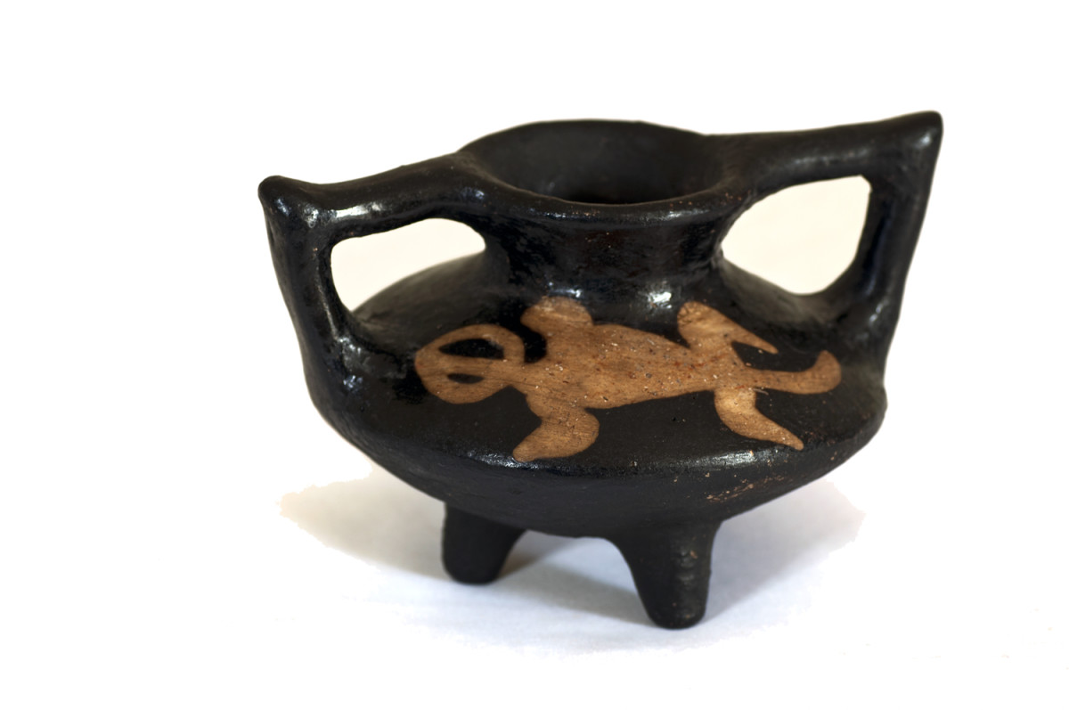 Lenca black ware vase with traditional gecko motif.