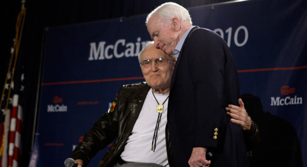 Bud Day with McCain at a campaign event in 2010.