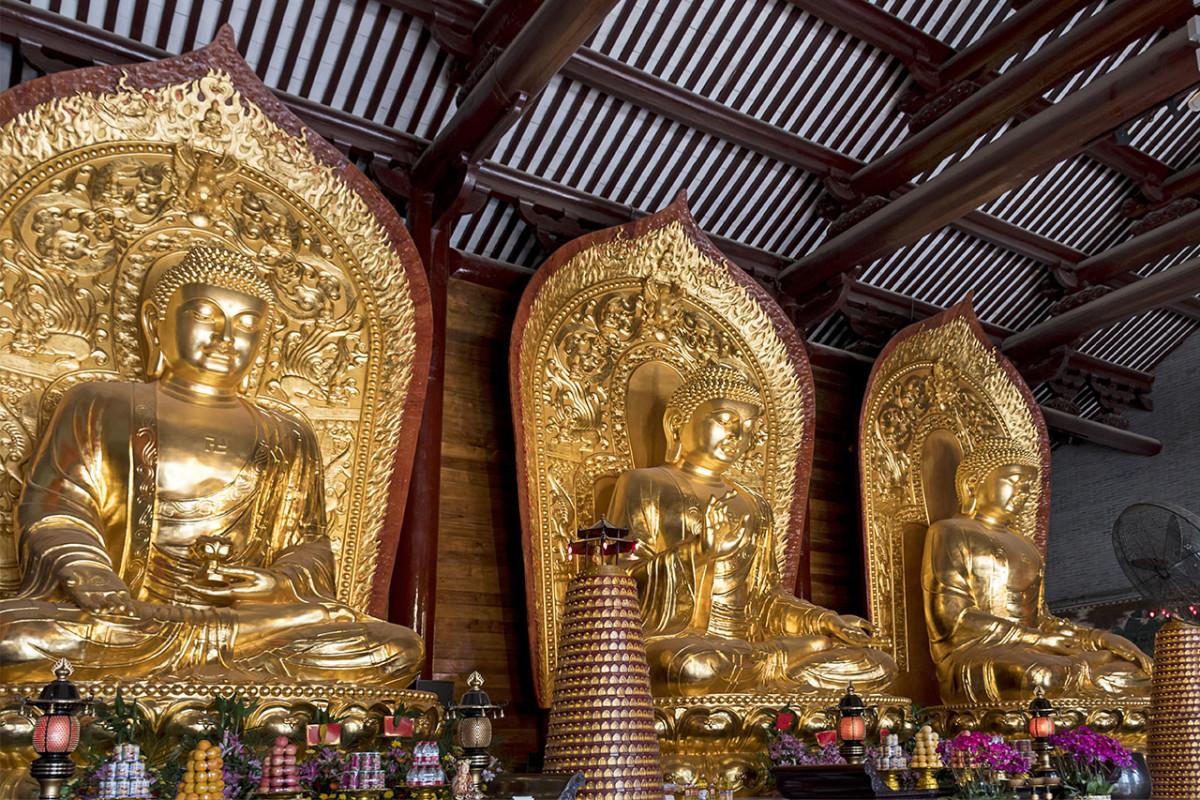 A Guangzhou temple venerating Ami Tuo Fo, Ru Lai Fo, and Yao Shi Fo.