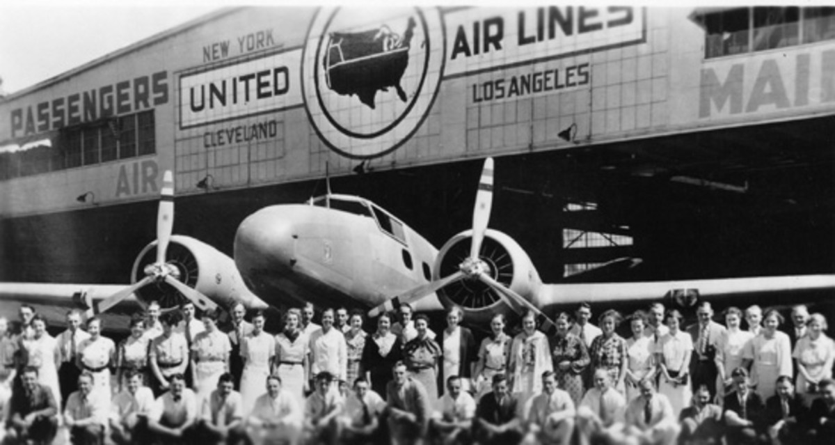 United Airlines personnel welcome a 247 to their fleet.