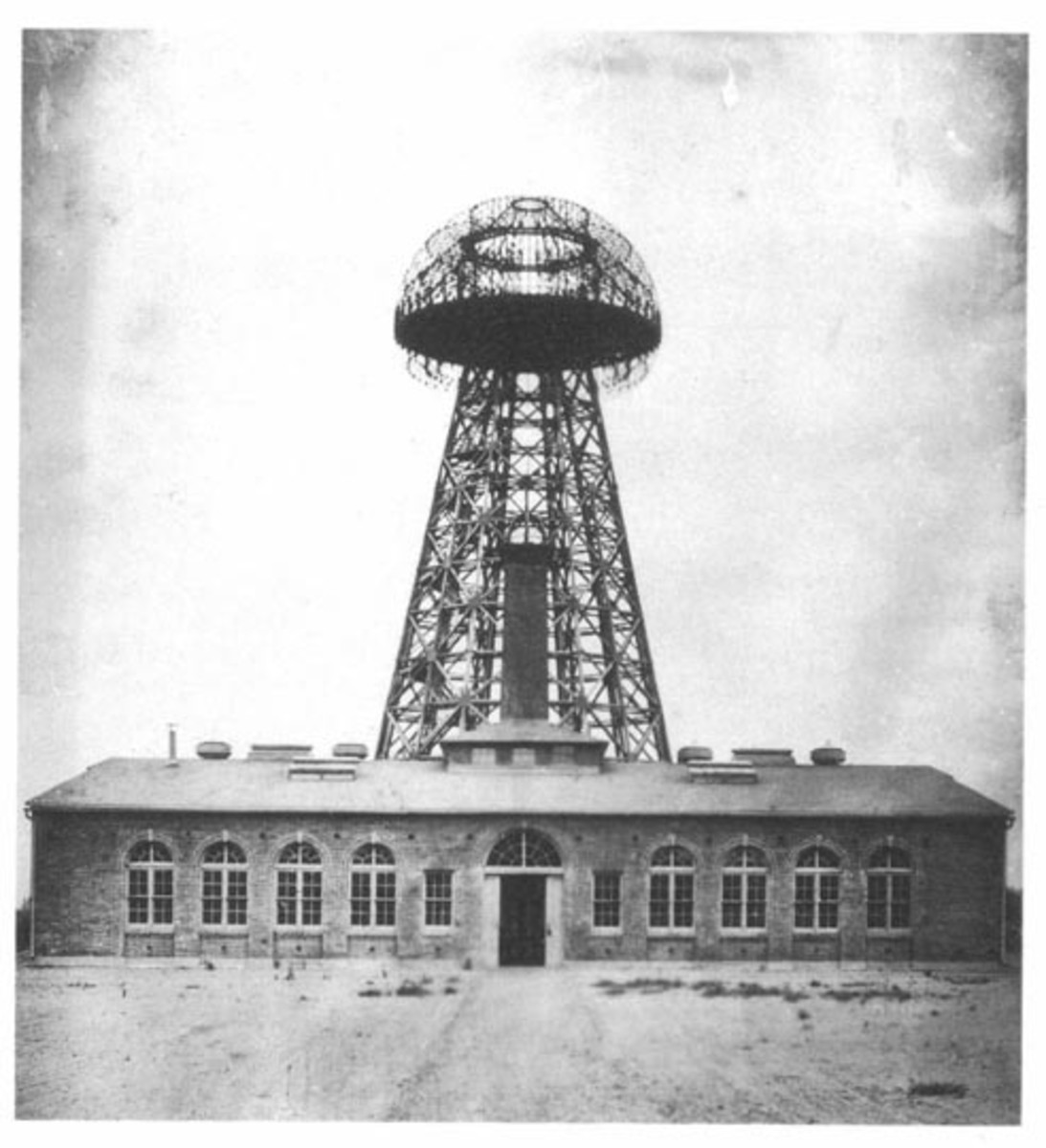 The Wardenclyffe Tower in Shoreham,New York, in 1904.