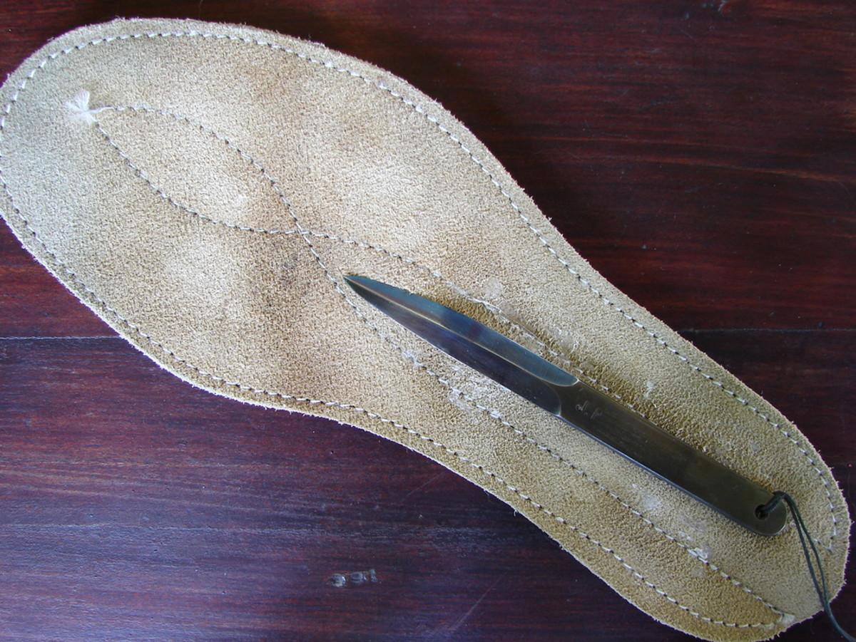 An agent's Insole Dagger.