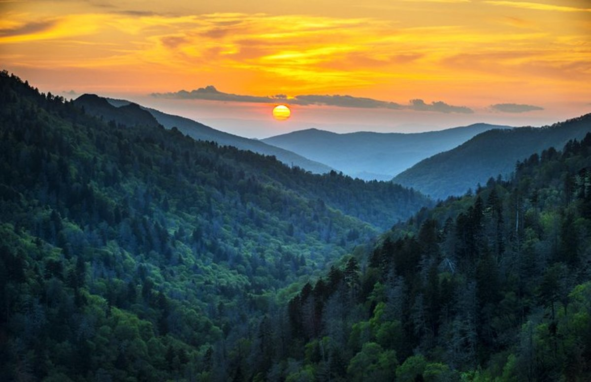 The Smokies: there's no better place to begin your Great Smoky Mountains National Park adventure than in the small town of Gatlinburg with its many big-ticket attractions, such as the excellent Ripley's Aquarium of the Smokies.