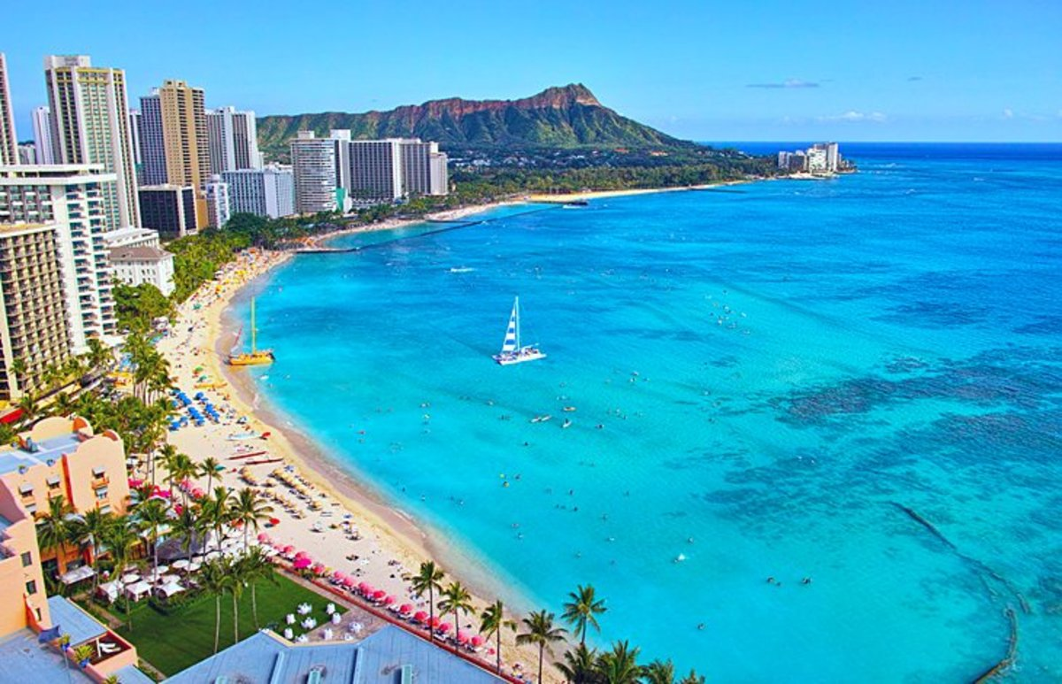 Waikiki Beach, Honolulu: This neighborhood on the southern shore of Honolulu is known for its high-end resorts, entertainment, shopping, and dining, as well as its gorgeous beaches.