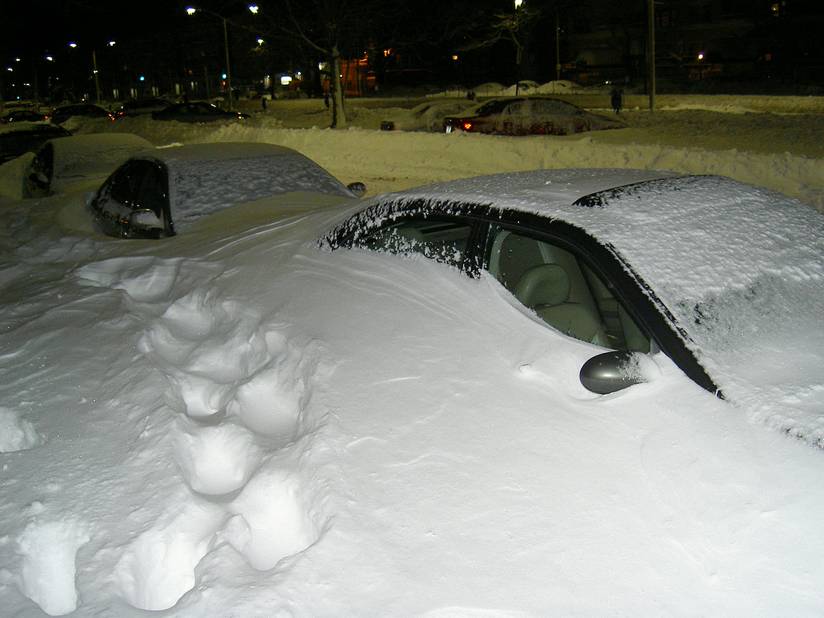 A thundersnow storm results in heavy snowfall, over a small area.