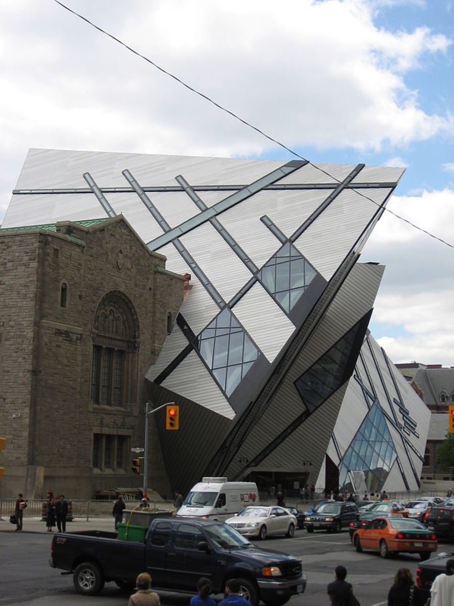 """The Carbuncle"" overwhelms the original facade of the Royal Ontario Museum."