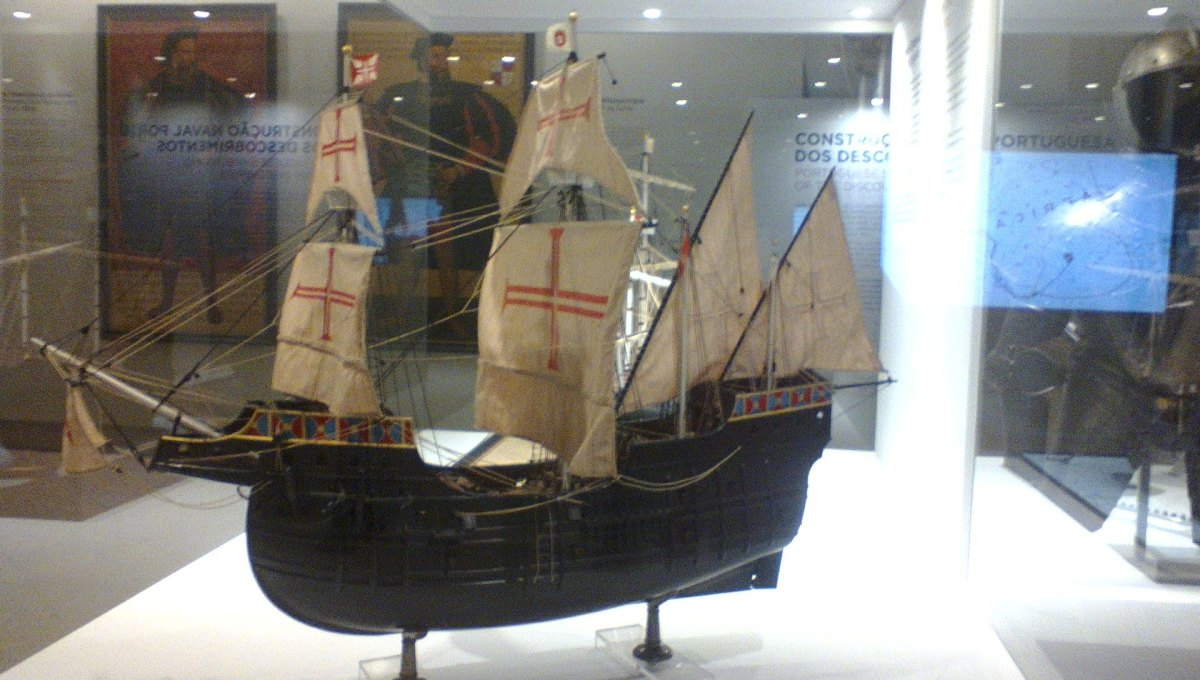 Replica of the colonial boats used by the portuguese during the age of discoveries. Photo taken by me during my visit to the Lisbon Maritime Museum.
