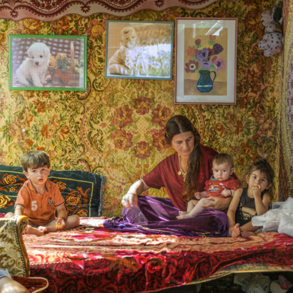 A Roma mother and children in the U.K.