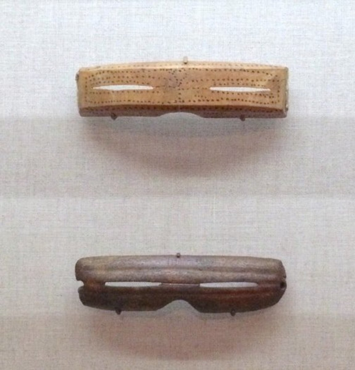 Snow goggles made by Arctic people to prevent snow blindness featured narrow slits to help the wearer avoid distracting light and improve vision. Slit pupils work the same way.