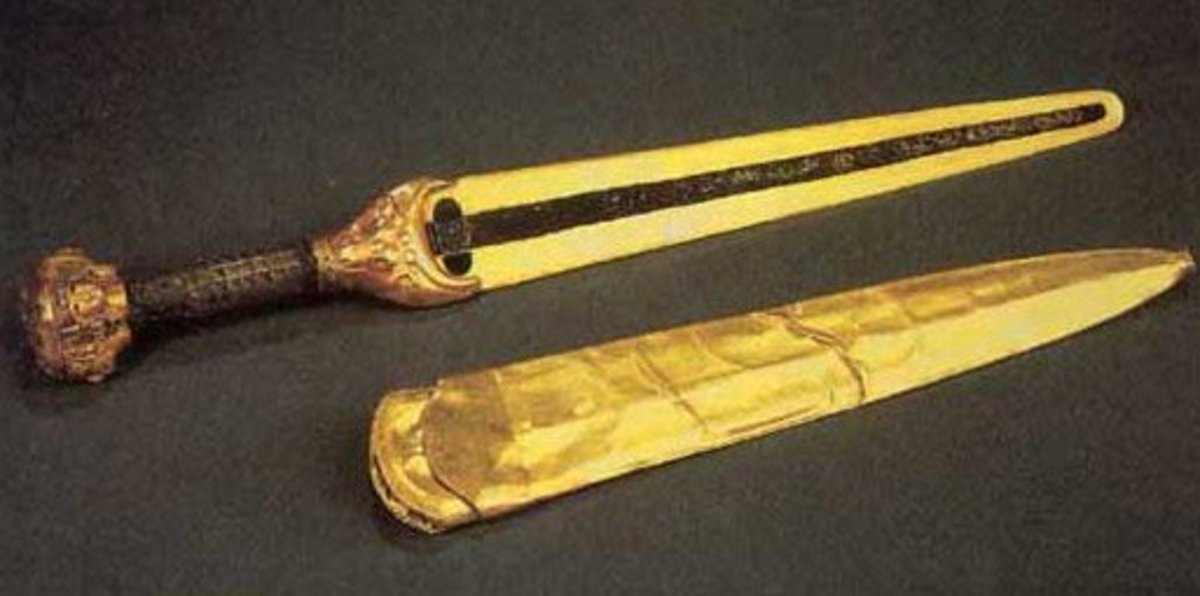 Figure 5: Ornamental golden dagger given as a gift to Egyptian Queen Ahhotep I by her son, Ahmose I.