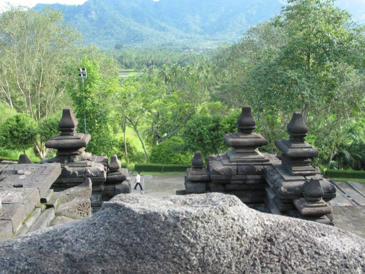 A beautiful photo showing Indonesian scenery at Borobudur