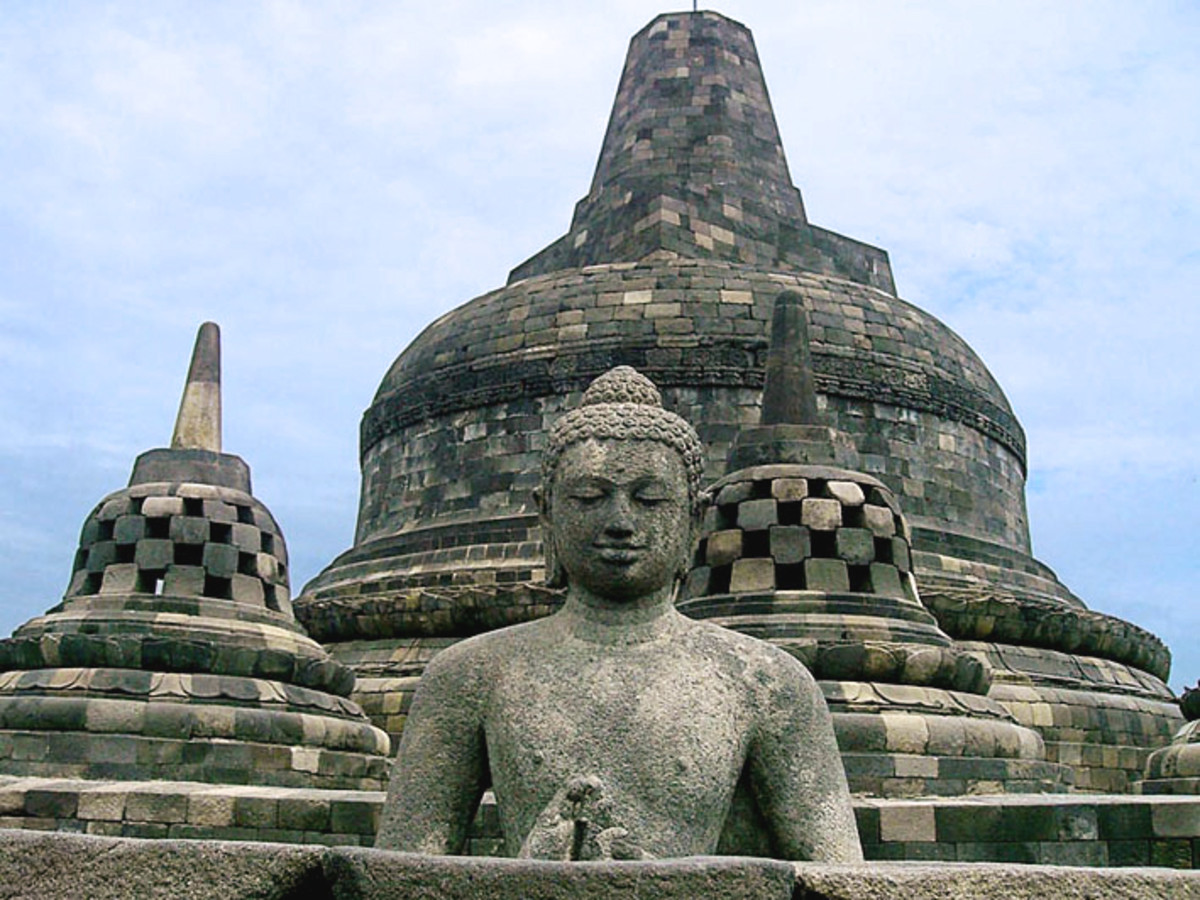 This is Stupa Borodur, traditional Indonesia. Isn't it beautiful?