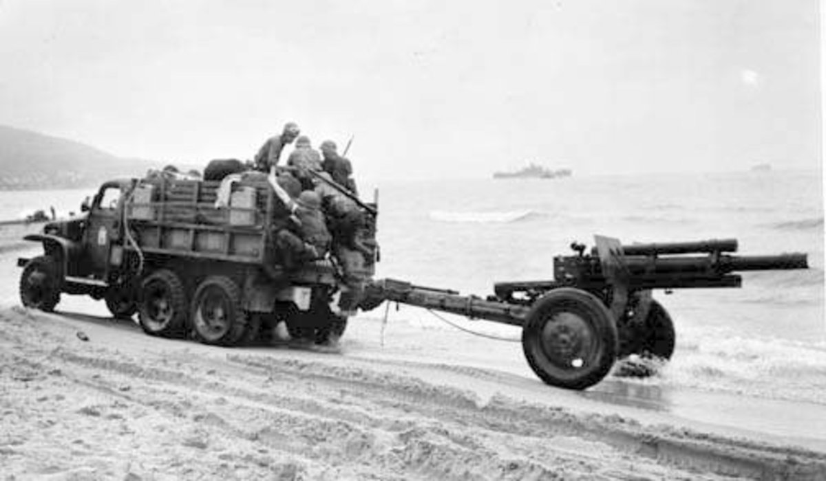 105mm crew arriving in North Africa during Operation Torch, November 1942. Note the tire difference with later versions of the gun. Those are solid rubber tires. Within a year all 105mm M2s had pneumatic like the ones below.