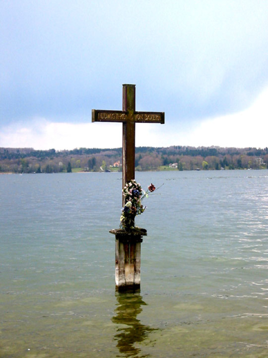 This memorial cross can be found at the site on Lake Stamberg where Ludwig's body was found