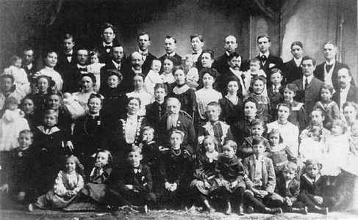 An early Mormon polygamous family.