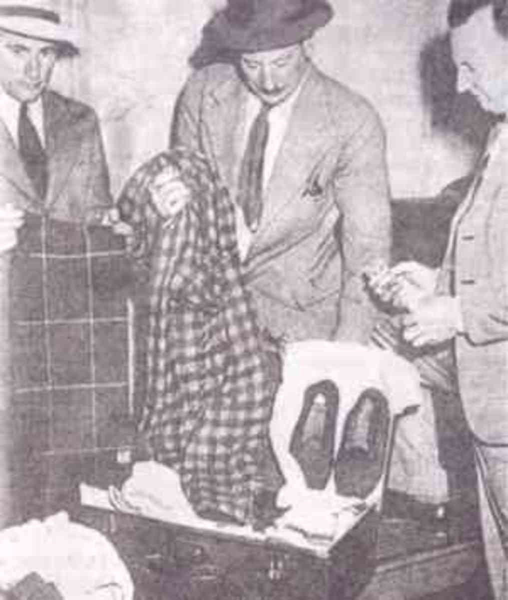 Image of the suitcase belonging to The Somerton Man, found at Adelaide railway station. From left to right are detectives Dave Bartlett, Lionel Leane, and Len Brown.