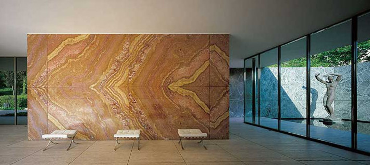 Figure 1: Floating Onyx Wall, Morgen visible back right.