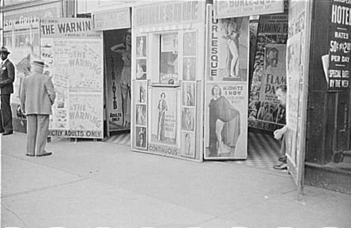 Burlesque theater on South State Street, 1941.