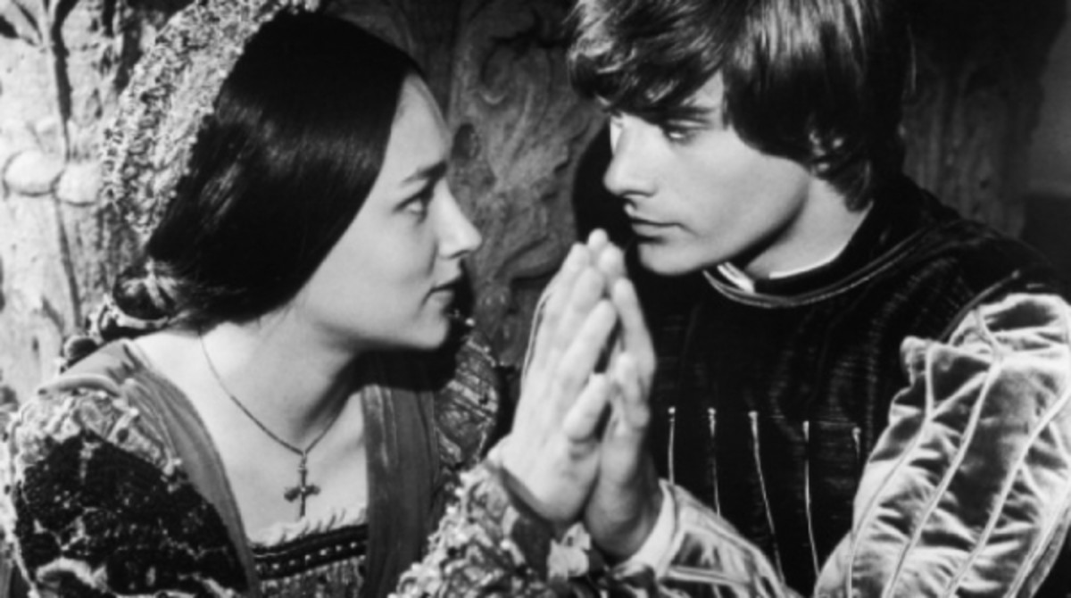 describing romeo and juliet as the tragic heroes in shakespeares romeo and juliet Romeo and juliet essay revenge theme  romeo and juliet is a tragic tale based on  william shakespeares epic play romeo and juliet is considered by.