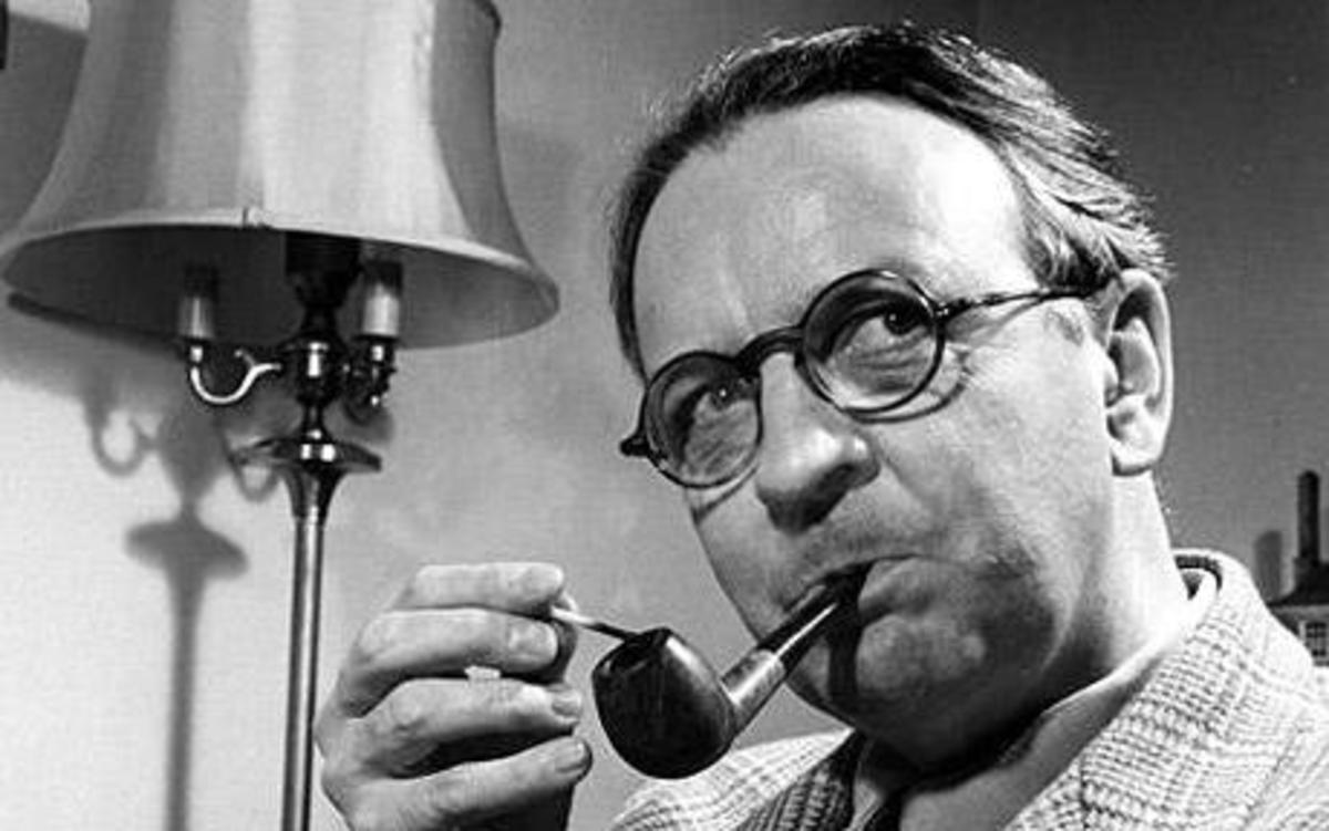 Promo portrait photo of author Raymond Chandler