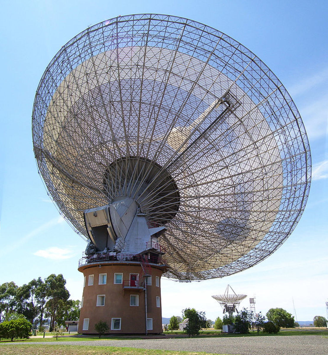 Parkes Observatory, listening for alien signals as part of SETI.