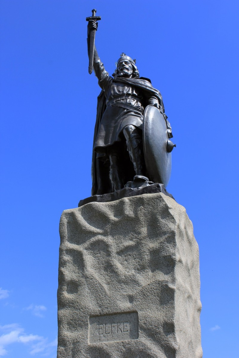 Photo: chrisjmit  King Alfred Statue
