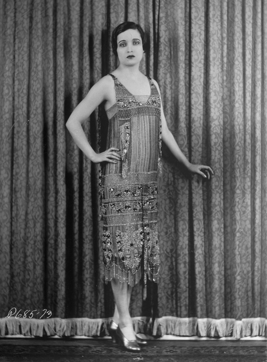 Alice Joyce in 1926. Her arms and part of her legs are revealed.