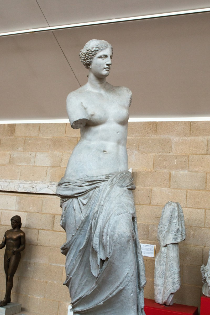 Plaster casts of Venus de Milo. Cambridge Museum of Classical Archaeology. Photo by Zde