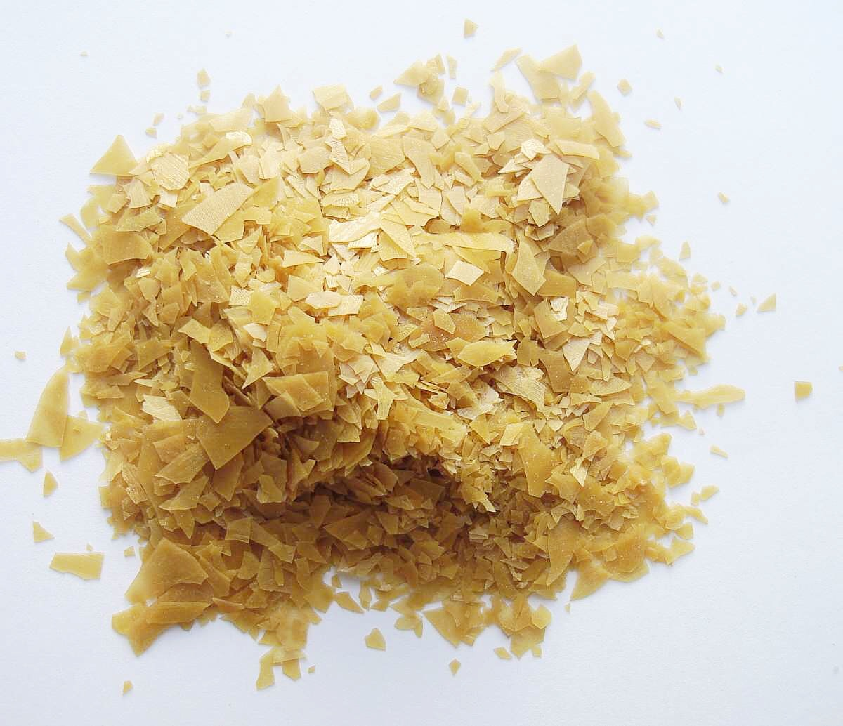 Flakes of carnauba wax