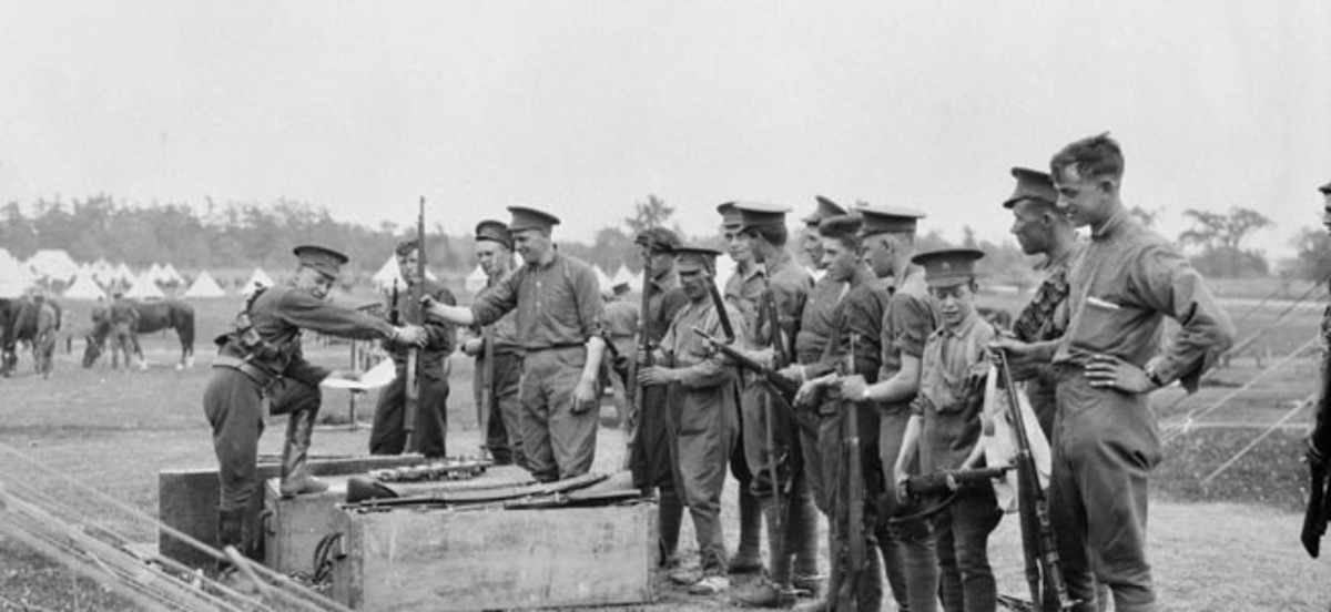 Canadian soldiers exchange their malfunctioning Ross rifles for the much better Lee-Enfield .303.