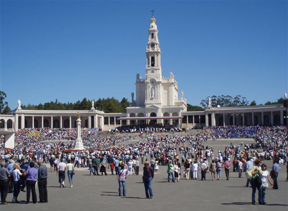 The Sanctuary at Fátima receives 6-8 million visitors each year.