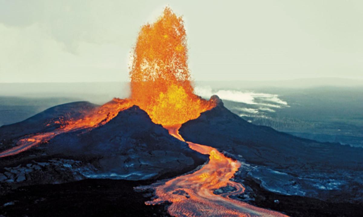 Mauna Loa is the world's most massive volcano.