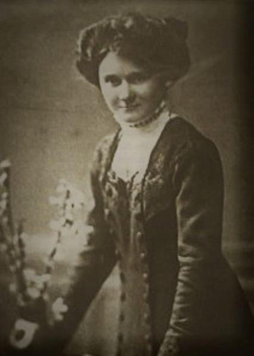 Paula Hitler (Hitler's Sister)