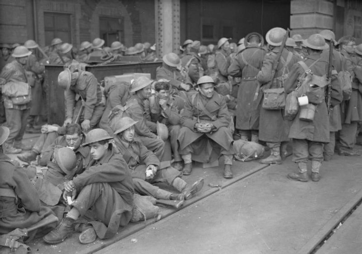Evacuated troops arrive in Dover, June 1940