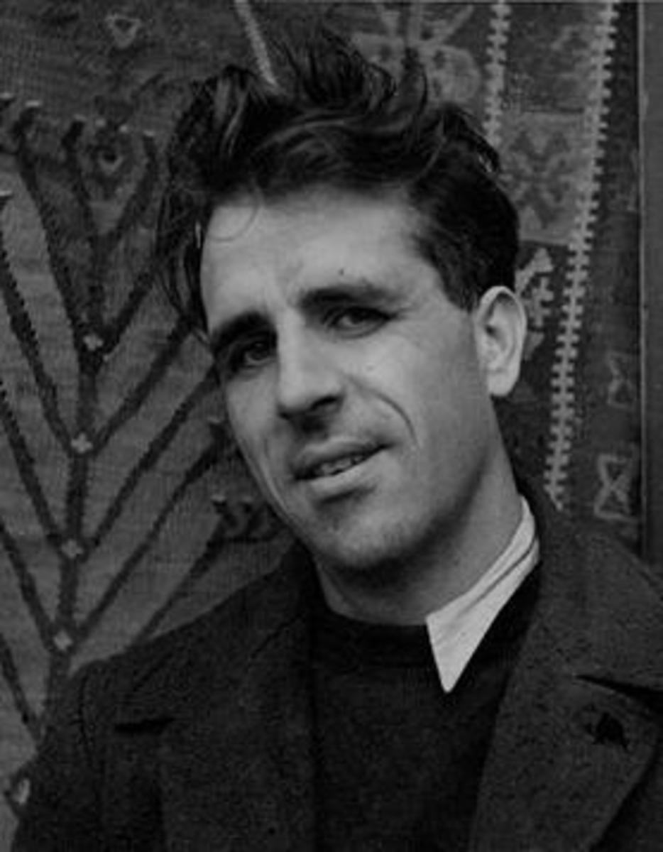 Like many other of Mel Carriere´s Lunchtime Lit authors, Mervyn Peake met a sad end.  But we will get to that in a later review.