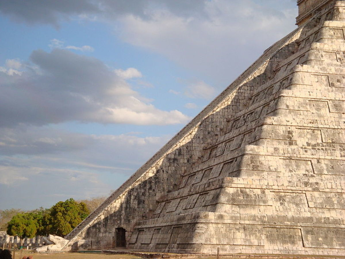 Serpent effect at El Castillo (the Castle) at Chichén Itzá