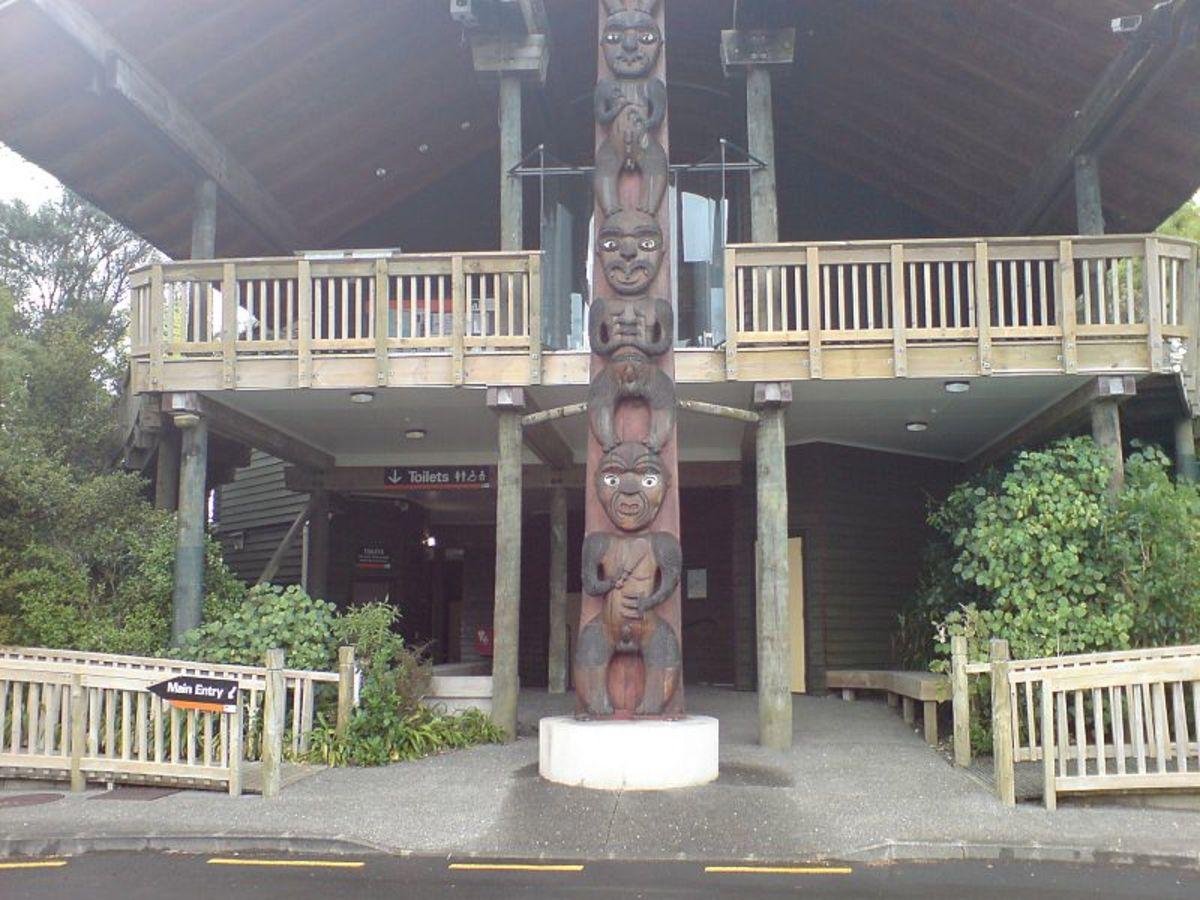 Maori carved pole at the Arataki Visitor Centre.